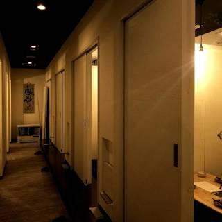 【全部屋個室】スタイリッシュな個室でゆったり寛ぐ時間を。