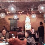 Cafe Line - 年齢層の幅が広い店内