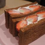 堀内果実園 - プレミアムサンド  季節により変わるみたいで700円から〜。今はいちごで古都華¥1200/あすかルビー¥1000