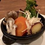 ミニヨン 坂ノ上 - 野菜のダッチオーブン焼き