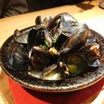 103666290 - ムール貝のスープ