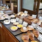椿ベーカリー - お昼にはお惣菜系のパンがほとんどなくなってしまうそうです