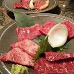 10368025 - ちょっと食べてしまってから写真撮ってしまったですがお肉の盛り合わせ