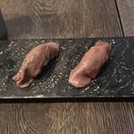eroumayasaitonikubarukambi-fu - 厳選牛肉寿司。 美味し。