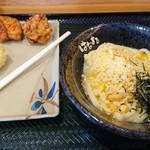 はなまるうどん - 料理写真:釜玉うどん小(300円)ネギ抜き、鶏の唐揚100円、半熟たまご天120円