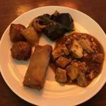 香港蒸蘢 - 肉団子の甘酢あん/茄子の甘辛炒め/麻婆豆腐/春巻き