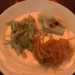 香港蒸蘢 - 緑色ザーサイの和え物/泡菜/春雨サラダ