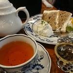 西洋茶館 - ダージリンと紅茶シフォンケーキ♪