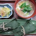 心々亭茶寮 - ザ・精進コースの笹ちまき2個とけんちん汁一夜漬け