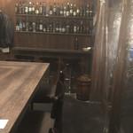 普段着ワイン酒場GETABAKI - 入ってすぐのカウンターに通されました