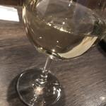 普段着ワイン酒場GETABAKI - 白ワイングラス