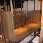 とりなご - 店内奥の個室スペース