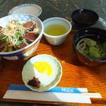 きてみいや - 料理写真:鰹タタキ丼 860円