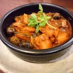 薬膳スープカレー・シャナイア - サンマとオリーブのおつまみトマトカレー