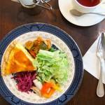 Little chef - NIKKOの渋いお皿に華やかなデリが映えます。