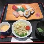 菊や - 料理写真:寿司ランチ=1000円  税別