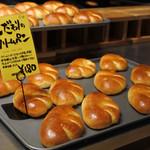 やまびこベーカリー - クリームパン…成形も発酵も、塗り玉(ドリール)も揃ってる