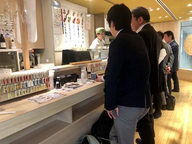 牡蠣とワイン 立喰い すしまる 梅田阪急サン広場店>