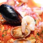 ジョジョ カミーノ - 海の幸たっぷりトマトソースオムライス
