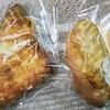 焼きたてベーカリー ししまる - 料理写真:左ハムチーズデニッシュ140円右ツナパン140円。