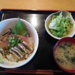 ウラニワ - ランチメニューからりゅうきゅう丼700円全景