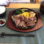 ファニープレイス - 料理写真:シェフの気まぐれランチ ステーキ・ライス・漬物