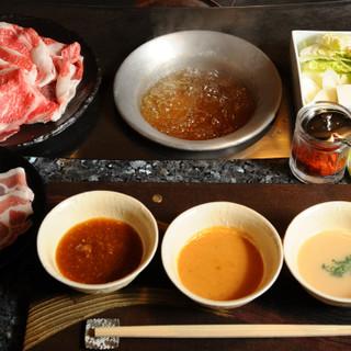 3種類の絶品タレが上質肉の旨味をさらに引き立たせます
