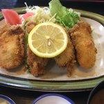 角三 - 牡蠣は4個。