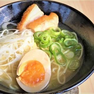 自家製鶏白湯「しげラーメン」550円