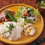 MUCHA・CAFE - 豚ヒレ肉のピッカータ定食