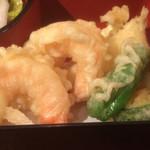 四季の蔵 右近 - メインの天ぷら 海老x2、ししとう、ズッキーニ、薩摩芋、茄子 海老は丸まってて家庭の天ぷらのよう