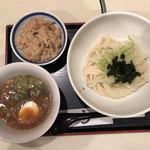 103749352 - 牛肉とゴボウのつけ麺(うどん)かやくごはん 960円