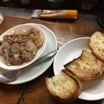 浜とん - 皿ナンコツとフランスパン