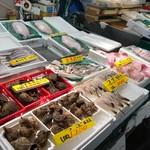 塩竈市場食堂 - 市場内。