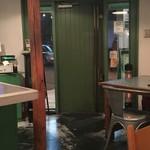 グリーンパッタイ  - これが件のドア。何か入口に問題のある店が続くな(w