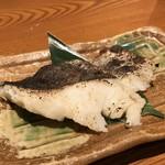 魚鮮水産 三代目網元 - 獺祭純米大吟醸50%の酒粕と行味噌菜を使った、たらの酒粕漬け
