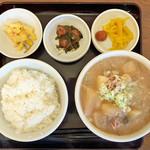 吉田とん汁店 - 料理写真:豚汁定食 ¥680