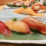 梅丘寿司の美登利 - ▲手前、漬け三貫