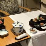 草津温泉 望雲 - 料理写真:テーブルクロスをかけてスタート