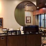 スターバックス・コーヒー - 和の雰囲気のある店内