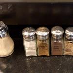 スターバックス・コーヒー - ほとんど使いませんがカスカラシュガーもありました