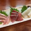 まる福 - 料理写真:刺身 お好み三品盛り¥950。 金目鯛、ぶり、生スルメイカ