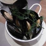 鎌倉グリル 洋食ビストロ - ムール貝のワイン蒸し