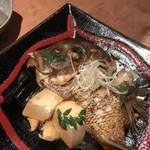 旨い魚と旨い酒 海老の世界 - 鯛のカブト煮