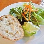 10379372 - サラダ、パン