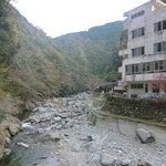 しらさぎ荘 - 夏は川遊びも出来る清流松尾川 橋から撮影