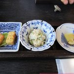 10379680 - 御膳の最初は前菜の3種盛りです。