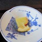 とうふ家酒瀬川 - 3種盛りの最後はさつまいものレモン和えです。