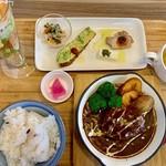 カフェ ド ニケ - 料理写真:煮込みハンバーグ