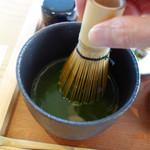 茶房 贔 - 自分で抹茶を点てる